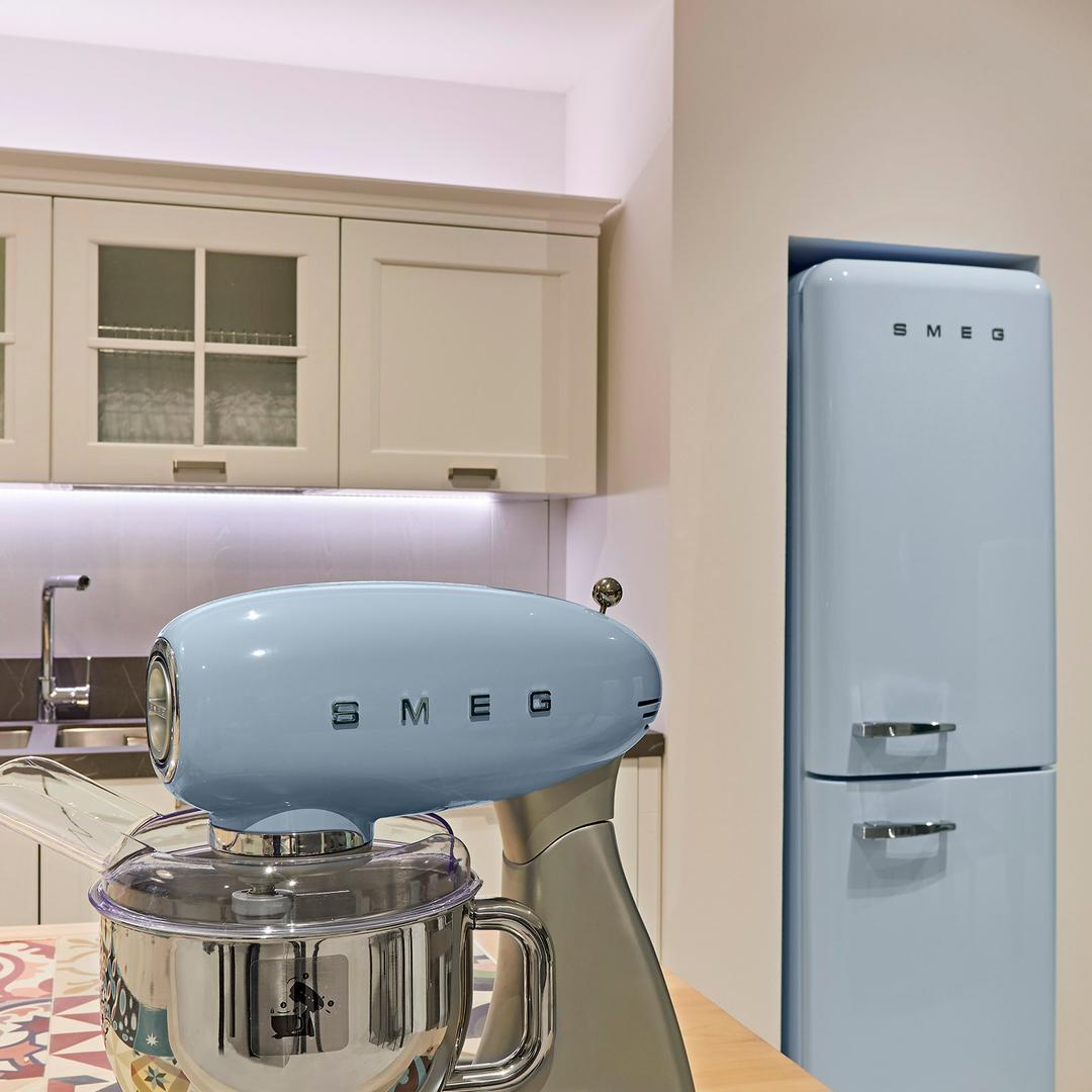 Smeg Hamur Karıştırma Makinesi Blue Smf02pbeu
