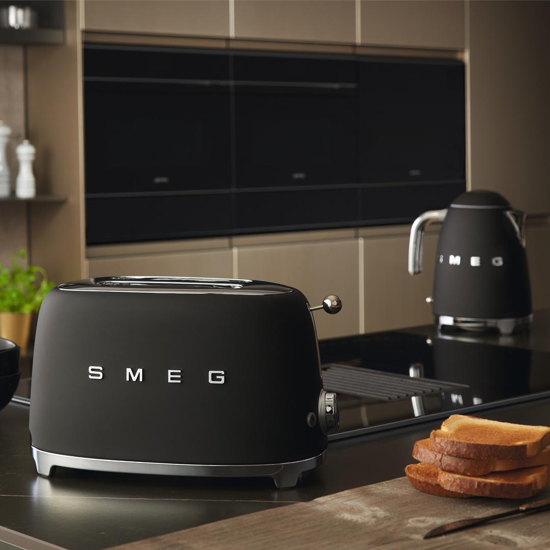 Smeg 2X2 Mat Black Ekmek Kızartma Makinesi TSF01BLMEU